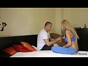 Русские порно заставила парня делать куни в подъезде