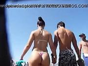 Brasileñ_a de Buen Culo en Tanga por la Playa