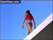 смотреть видео мужик экспериментирует над связанной девушкой