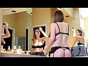 порно видео богатый хозяин и его голые служанки