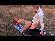 Молодая девушка раздевается и наченает ласкать свою киску