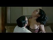Thai massage randers kvindelig bodybuilder