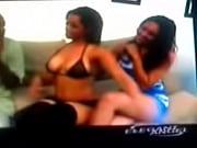 Две лизбиянки ьрахают друг друга вибратором