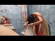 Mogna äldre kvinnor massage aspudden