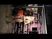 Ruskea valkovuoto naurunappula alaston nainen