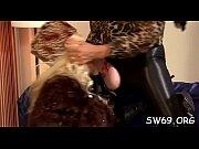блондинка делает миньет и трахается в жопу