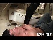 Смотреть онлайн порноклип пришла в гости к трем голодным парням