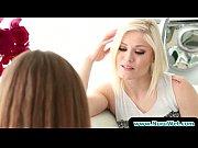видео как девушка достигает оргазма