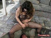 смотреть онлайн видео домохозяйка показала писю