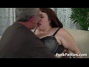 Порно огромний хуй кончае в пизду
