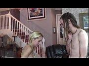 Голая малышка мастурбирует пальчиком перед камерой