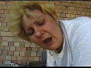 Fette Putzfrau gev&ouml_gelt - Maid fucks and sucks