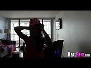 видео как девки бреют письки