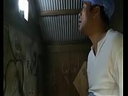 エロ動画 – ヘンリー塚本 – ヤラれたがりの痴女が林の中でその身を投げ出しレイプを待つ