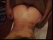Mies katsoo pornoa seksi nainen päällä