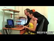 порно молоденьких девушек в юбке