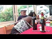 papy baise une bonne black avec son jeune.