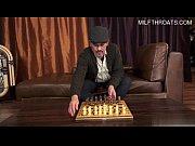 Pap&aacute_ deja el ajedrez y juega conmigo