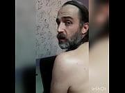 Ссытся и кончает порно