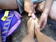 Девушки с раздвинутыми ножками в публичных местах