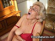 она показала свою мохнатую сорока лет дырочку вагине