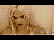 Секс большегрудой блонды с негром