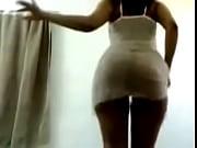 русская девка ссыт в рот рабу туалетному