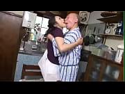 пьяные бабы издеваются над мужиком порно