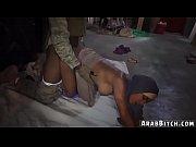Девушка мастурбирует перед парнем порно