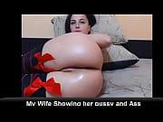 Рыжая сучка раздевается перед веб камерой