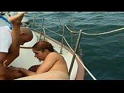девушка кормит грудью парня видео
