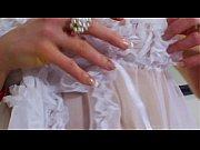 Видео женщин в колготках под юбкой без белья
