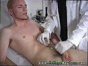 Порно пришел в гости к другу и подрочил на его мам