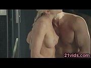 секс горничная ублажает двое