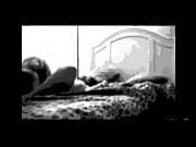 посмотреть онлайн порно девочка надела презерватив на спинку кровати