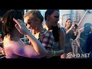смотреть онлайн порно видеоролики девки ходят без трусов