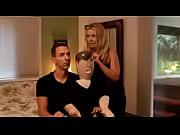 Блондинка на каблуках в юбке в кресле шалит видео hd