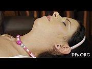 Современное полнометражное порно видео брюнеточки с большой грудью в спортзале