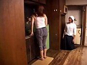 порно видео учит подругу сексу