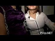 Женщина доминирует страпоном над мужчиной видео
