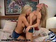 танец двух голых девушек