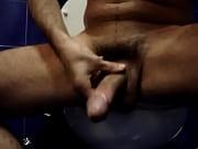 Порно видео член держать попу и писить