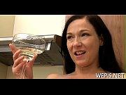 Женчыны каторые сиси жопу паказуют видео