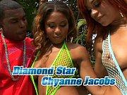 diamond chyanne en una piscina muy.