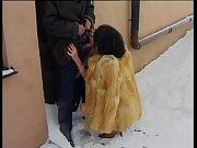 Мужик отсасывает член двум неграм видео