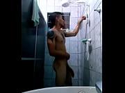 joven en la ducha