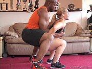 Смотреть онлайн видео как идеальная блондинка раздвинула ножки в hd