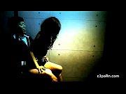 видео девушки писающие скрытой камерой в туалете