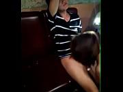 девушка красиво суёт свои трусики в киску порно