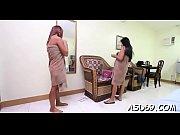 видео худенькая девушка медленно раздевается